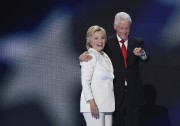 Hillary et Bill Clinton... (AFP) - image 3.0