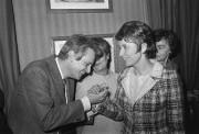 Françoise Mallet-Joris et l'auteur espagnol Jorge Semprun en... (Archives AFP) - image 2.0