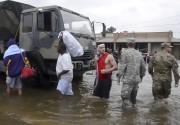 Les militaires ont participé aux efforts afin d'évacuer... (AFP) - image 2.0