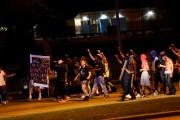 La police a tenté de disperser au moins... (REUTERS) - image 3.0