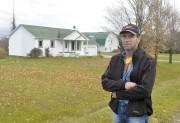 Marc Grenier et la ferme de Wotton qu'il... (Archives, La Tribune) - image 2.0