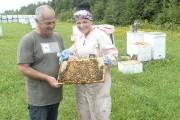 La production de miel est une affaire de... (Sylvain Mayer, Le Nouvelliste) - image 1.0
