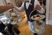 Le thé ne vient jamais seul, mais accompagné... (AFP) - image 2.0