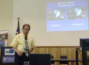 Le Dr Lance Osborne est professeur d'entomologie à... (AFP, Kerry Sheridan) - image 2.0