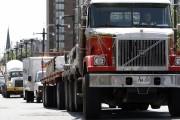 Au moins 35% des camions qui transitent par... (Simon Séguin-Bertrand, Archives LeDroit) - image 2.0