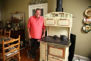 Un poêle Bélanger des années40 qui a conservé... (PHOTO MARTIN CHAMBERLAND, LA PRESSE) - image 2.0