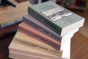 Cette photographe montrant les quatre premiers tomes du... (Photo Le Progrès-Dimanche, Jeannot Lévesque) - image 2.0