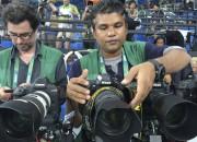 Des photographes de l'Agence France-Presse préparent leurs caméras... (AFP) - image 5.0