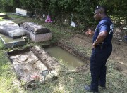 La tombe de la grand-mère de Willie Brooks... (AP) - image 2.0