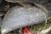 Les pneus de la voiture étaient visiblement usés.... (Photo Le Progrès-Dimanche, Gimmy Desbiens) - image 1.0