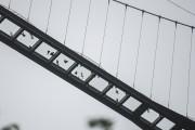 Le pont peut accueillir jusqu'à 800 personnes simultanément.... (AFP, Fred Dufour) - image 2.0