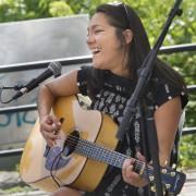 La musicienne autochtone Kathia Rock a chanté lors... (Martin Roy, LeDroit) - image 1.0