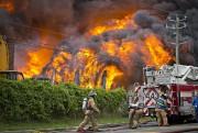 Une soixantaine de pompiers de Longueuil ont mis... (PHOTO PATRICK SANFACON, LA PRESSE) - image 1.0
