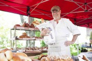 Bruno Piché, le boulanger de Deschambault, remplit ses... (Le Soleil, Caroline Grégoire) - image 1.0
