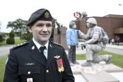 Le capitaine Tony Allaire, responsable des affaires publiques... (Photo Le Quotidien, Mariane L. St-Gelais) - image 3.0
