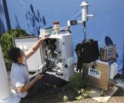 Un technicien apporte les dernières mises au point... (AP, Kathy Willens) - image 3.0