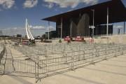Des barrières ont déjà été installées pour diriger... (François Gervais) - image 3.0