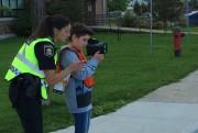 Maxime Boivin, 6e année, avec l'agente de prevention... (Collaboration spéciale, Patricia Cloutier) - image 4.0