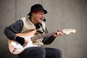 Le chansonnier Magoo est particulièrement friand de musique... (Photo Ninon Pednault, La Presse) - image 1.0