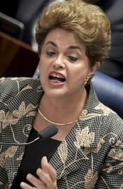Calme mais déterminée, la présidente suspendue du Brésil,... (AFP, Evaristo Sa) - image 2.0