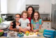 Catherine Laberge et ses trois filles Alice, Rosalie... (Photo Martin Tremblay, La Presse) - image 2.0
