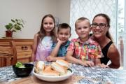 Audrey-Anne Boulanger et ses trois enfants: Elodie, Zack... (Photo Hugo-Sébastien Aubert, La Presse) - image 4.0
