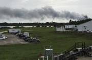 La fumée s'échappait du lieu de l'explosion à... (AP, Marcia Dunn) - image 2.0