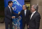 Le premier ministre Justin Trudeau serre la main... (La Presse Canadienne, Adrian Wyld) - image 3.0