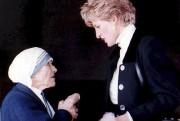 Mère Teresa avec la princesse Diana à Rome,... (AFP, STR) - image 2.0