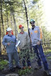 Les techniciens forestiers Mario Beaulieu et Marc-André Dion... (Photo Le Progrès-Dimanche, Rocket Lavoie) - image 3.0