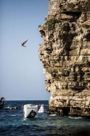 Les compétitrices s'élançaient dans la mer Adriatique depuis... (Photo courtoisie RedBull Content Pool, Dean Treml) - image 1.0