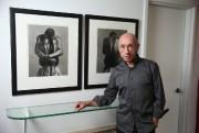 Le collectionneur et artiste John Schweitzer devant deux... (Photo Martin Chamberland, La Presse) - image 2.0