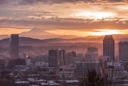 Portland, en Oregon, et les pics des montagnes... (Photo Thinkstock) - image 2.0