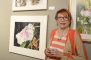 Francine Savard aime peindre des fleurs, ce qu'illustre... (Photo Le Progrès-Dimanche, Jeannot Lévesque) - image 3.0