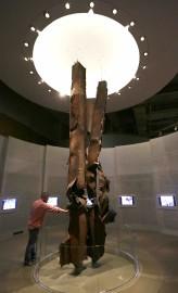Une oeuvre réalisée avec des poutres du World... (Archives AP) - image 2.0