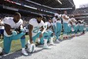 Les joueurs des Dolphins Jelani Jenkins, Arian Foster,... (Stephen Brashear, Associated Press) - image 1.0