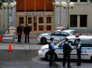 Des policiers montaient la garde devant le Collège... (Photo Martin Tremblay, Archives La Presse) - image 1.1