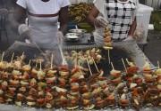 Les participants au Festival des Grillades d'Abidjan avaient... (AFP, Sian Kambou) - image 2.0
