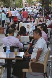 Les Syriens ont profité de la trève pour... (AFP, Youssef Karwashan) - image 2.0