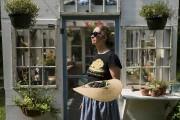 Michelle ramasse des mûres pour le dessert qu'elle... (La Presse, Édouard Plante-Fréchette) - image 3.0