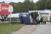 Un camion-citerne s'est renversé à Saint-Étienne-des-Grès.... (Sylvain Mayer, Le Nouvelliste) - image 2.0