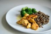 Poulet aux épices, riz sauvage et brocoli... (PHOTO MARCO CAMPANOZZI, LA PRESSE) - image 2.0