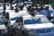 Des dizaines de chauffeurs de taxi se sont... (Photo Patrick Sanfaçon, La Presse) - image 1.0