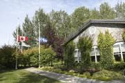 Les drapeaux de l'hôtel de ville ont été... (Julie Catudal) - image 1.0