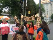 Quelques dizaines de manifestants, opposés au virage coercitif... (Le Soleil, Baptiste Ricard-Chatelain) - image 2.0