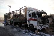 Endommagé par une bombe, un camion faisant partie... (AFP) - image 2.0