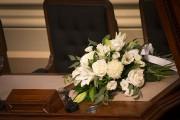 Des fleurs ont été déposées sur le bureau... (IVANOH DEMERS, LA PRESSE) - image 9.0