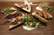 Le midi, le Maelstrom propose des sandwichs (au... - image 2.0