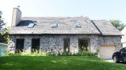 La maison a conservé son parement de pierre... (Le Soleil, Jean-Marie Villeneuve) - image 1.0
