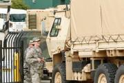 Des véhicules militaires arrivent à Charlotte, jeudi matin,... (Photo Jason Miczek, REUTERS) - image 1.0